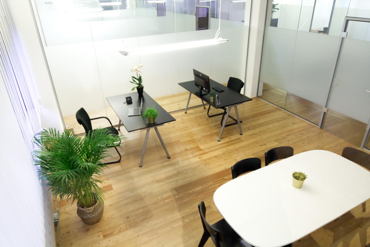 Privat Büro mieten in Ahrensburg bei Hamburg. Großzügiges Büro im repräsentativem Ambiente. Bürokategorie Premium beispielhaft möbliert