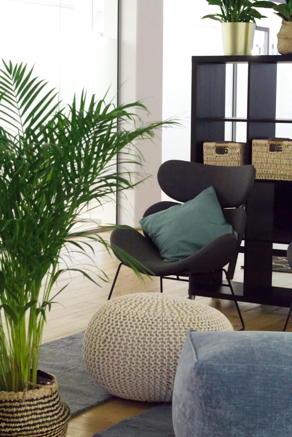 Verschiedene Sitzbereiche des Work Kontor Ahrensburg laden tagsüber zum Arbeiten im Wohlfühlambiente ein.