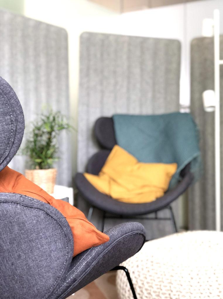 Einzelbüro_Doppelbüro_zeitweise mieten_Podcasts und Webinare aufnehmen_Beratungsgespräche führen_Coworking Space Ahrensburg_Work Kontor_Tagesticket_7
